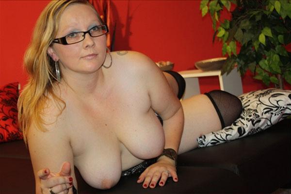 molliges nacktes camgirl mit riesigen titten